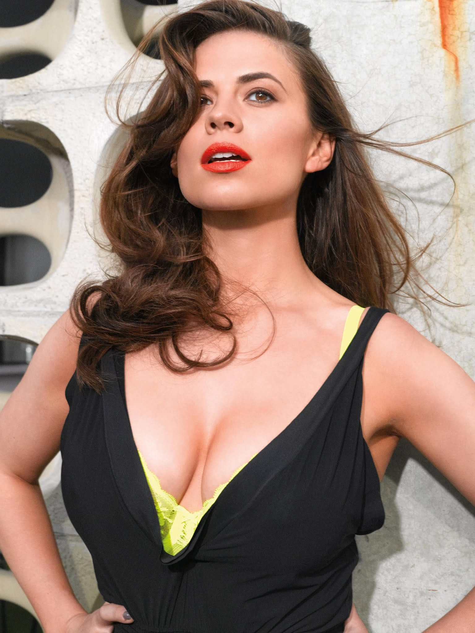Hayley Atwell sexy cleavage