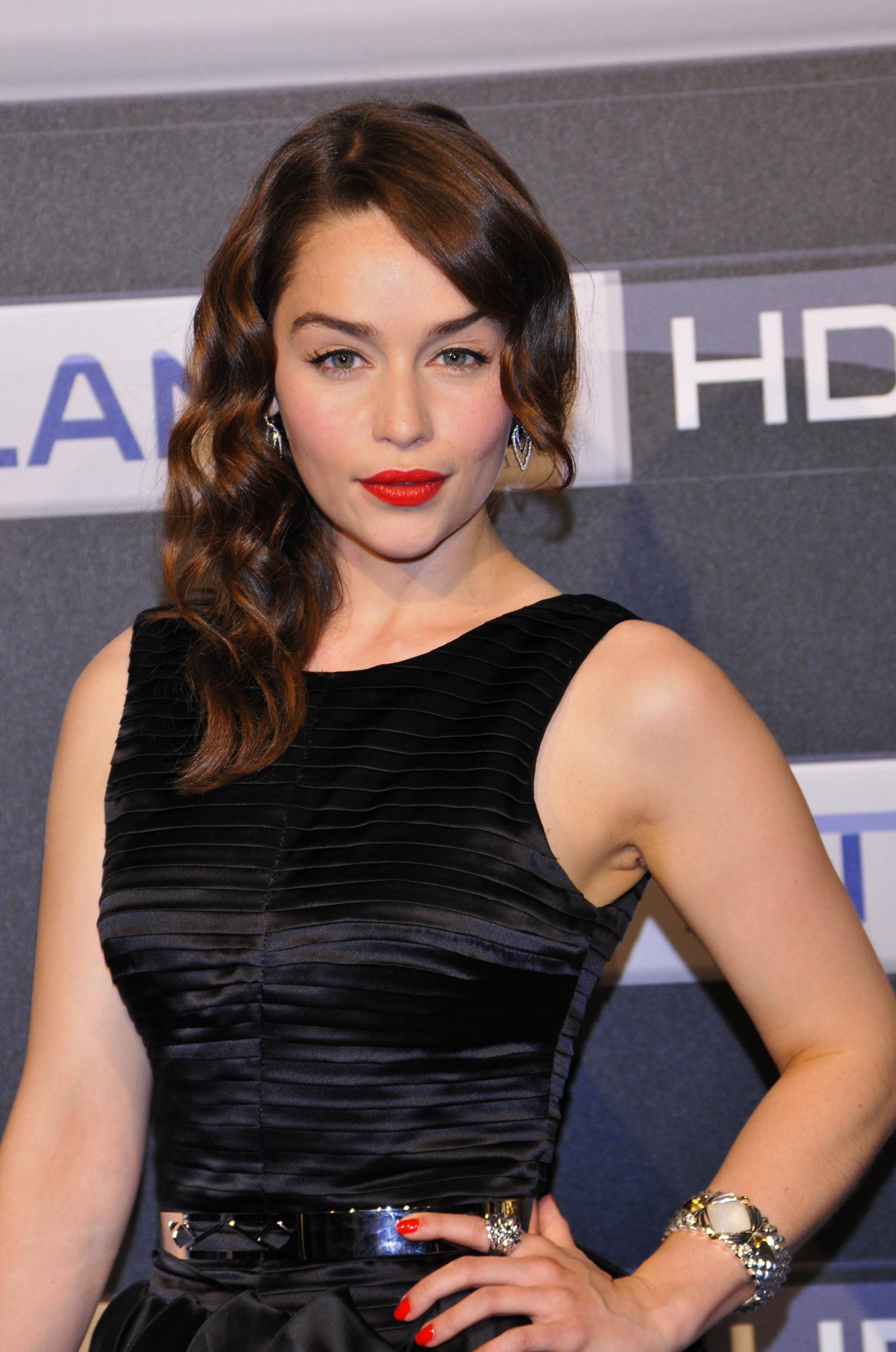 61 Hot Pictures Of Emilia Clarke Who Is Qi Ra In Solo A Star Wars Story Best Of Comic Books