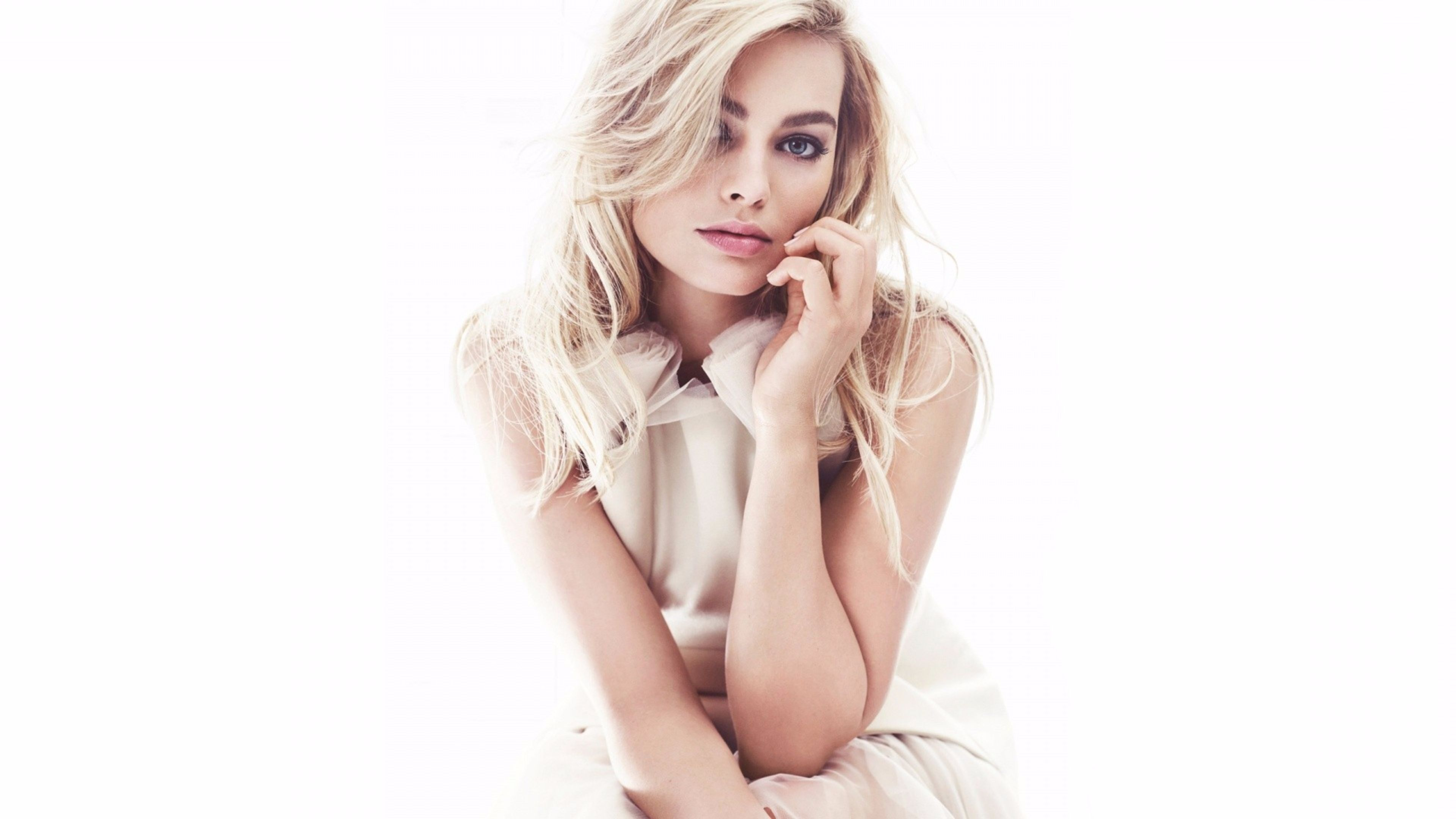 Margot Robbie hot