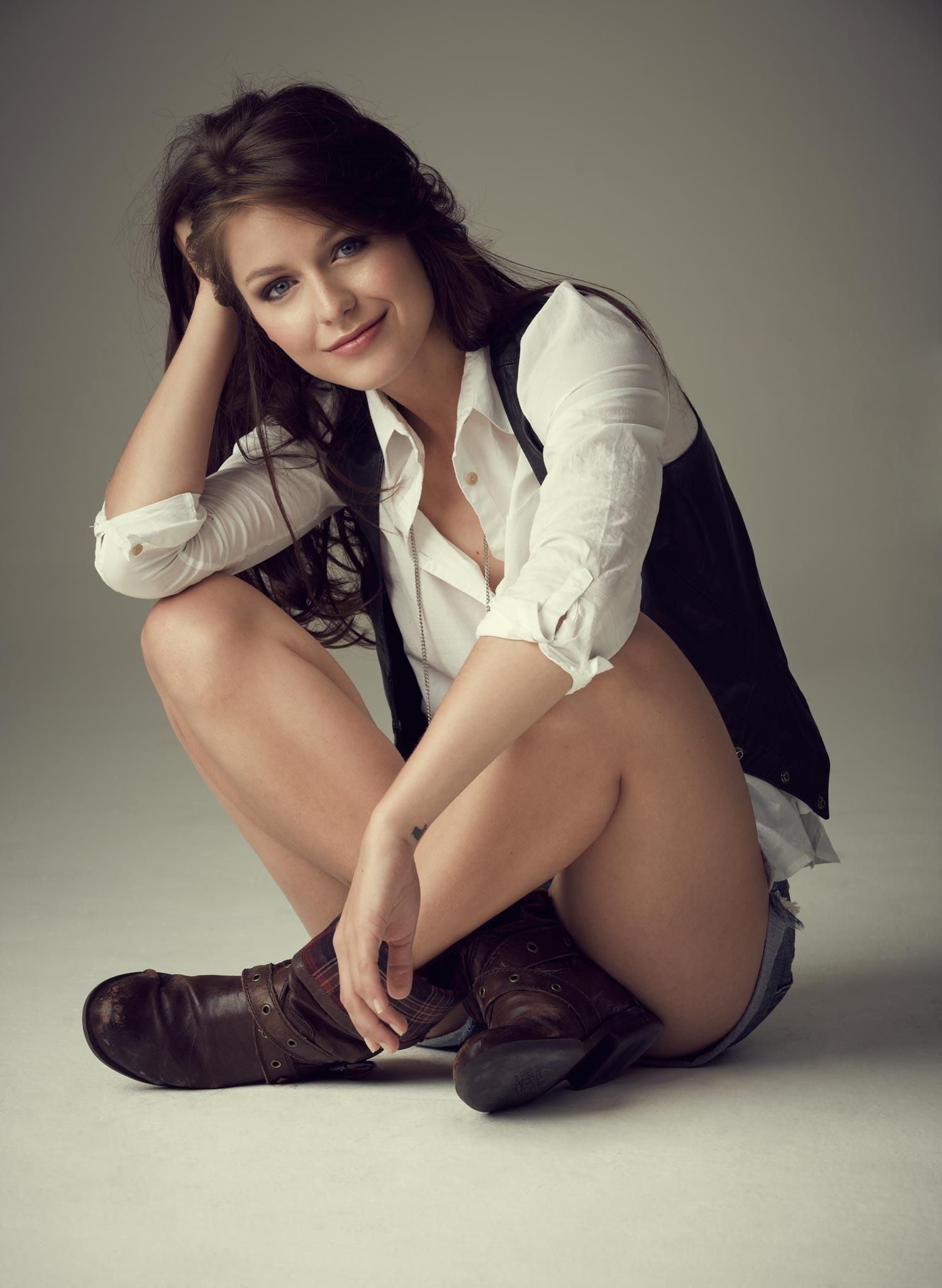 20 Hot Pictures of Melissa Benoist a.k.a Supergirl With