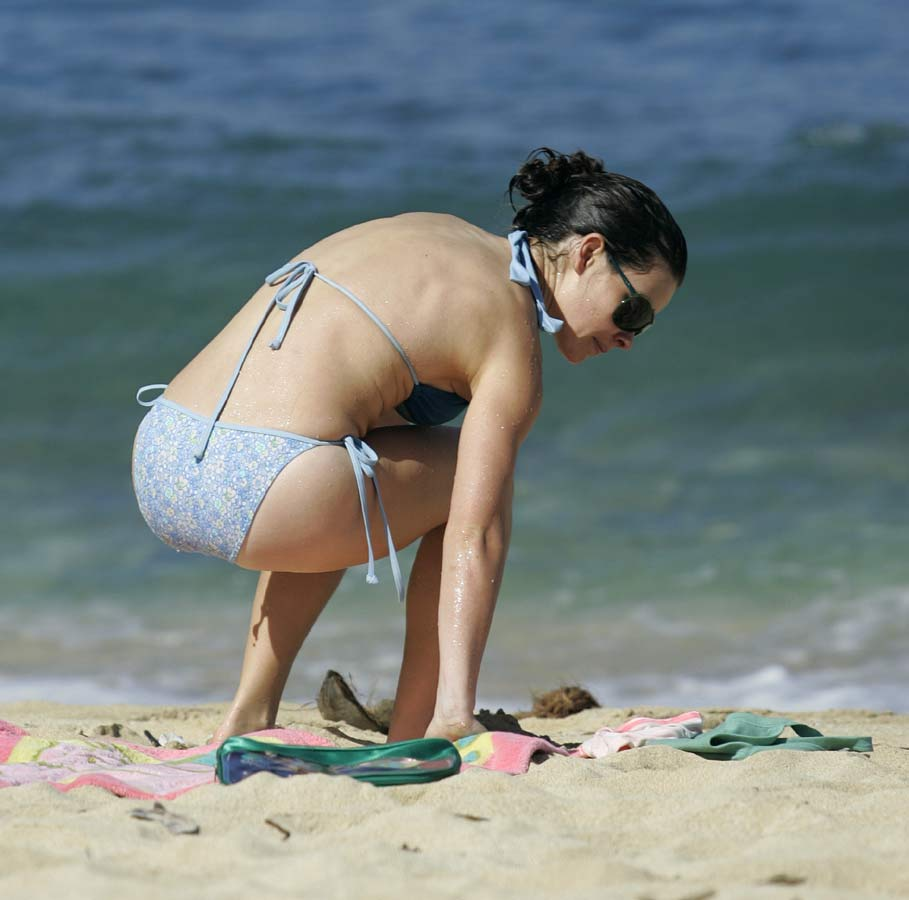 Evangeline Lilly Hot Bikini Pictures