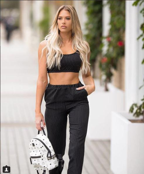 Kelly Kelly on The Way