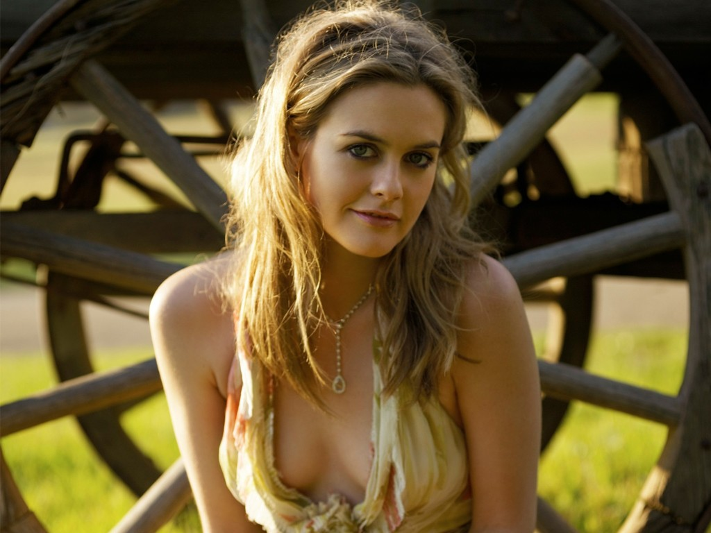 Alicia Silverstone Sexy Pictures