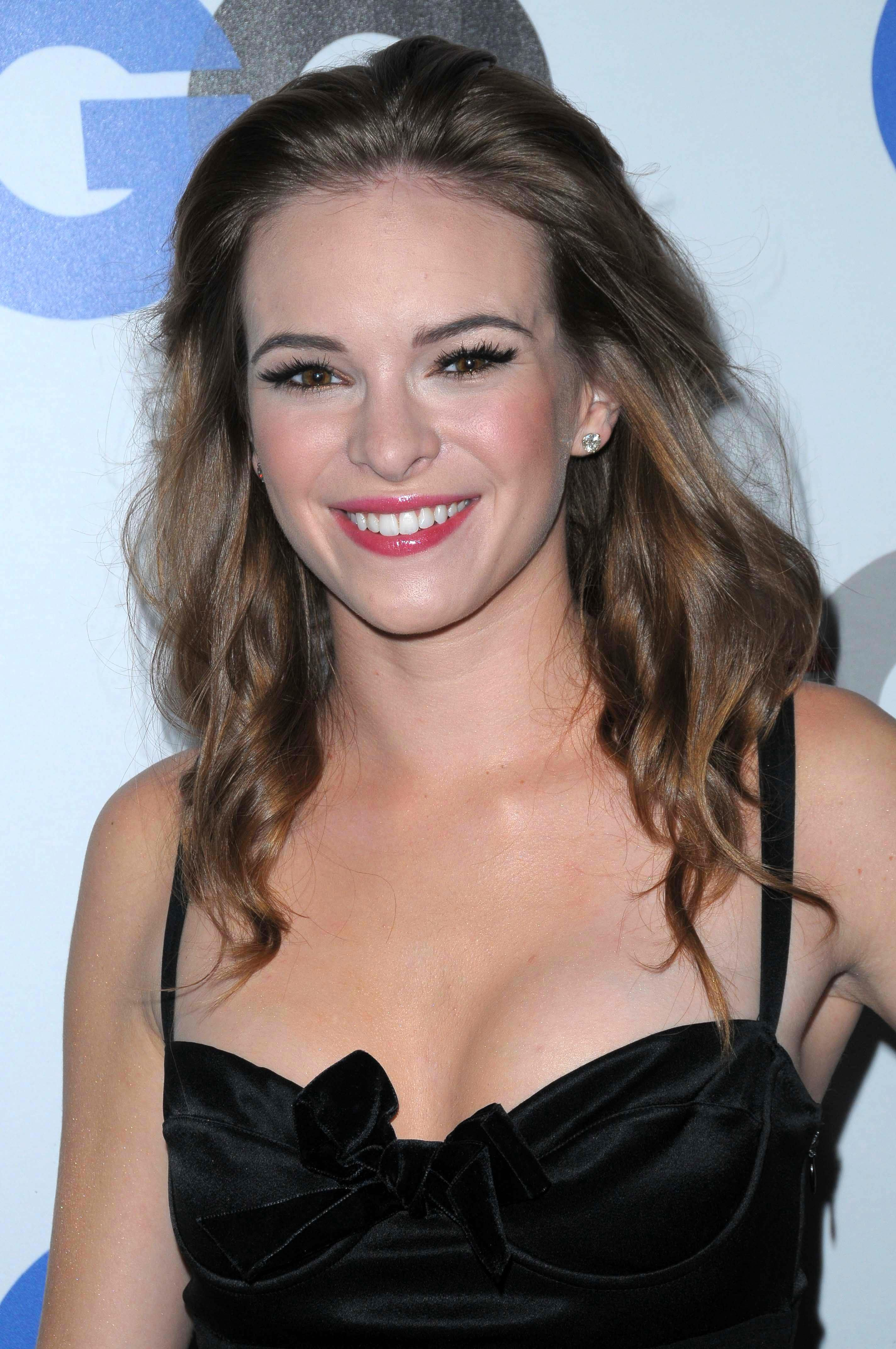 Danielle Panabaker Sexy Pictures