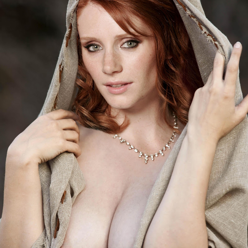 Bryce Dallas Howard hot cleavage