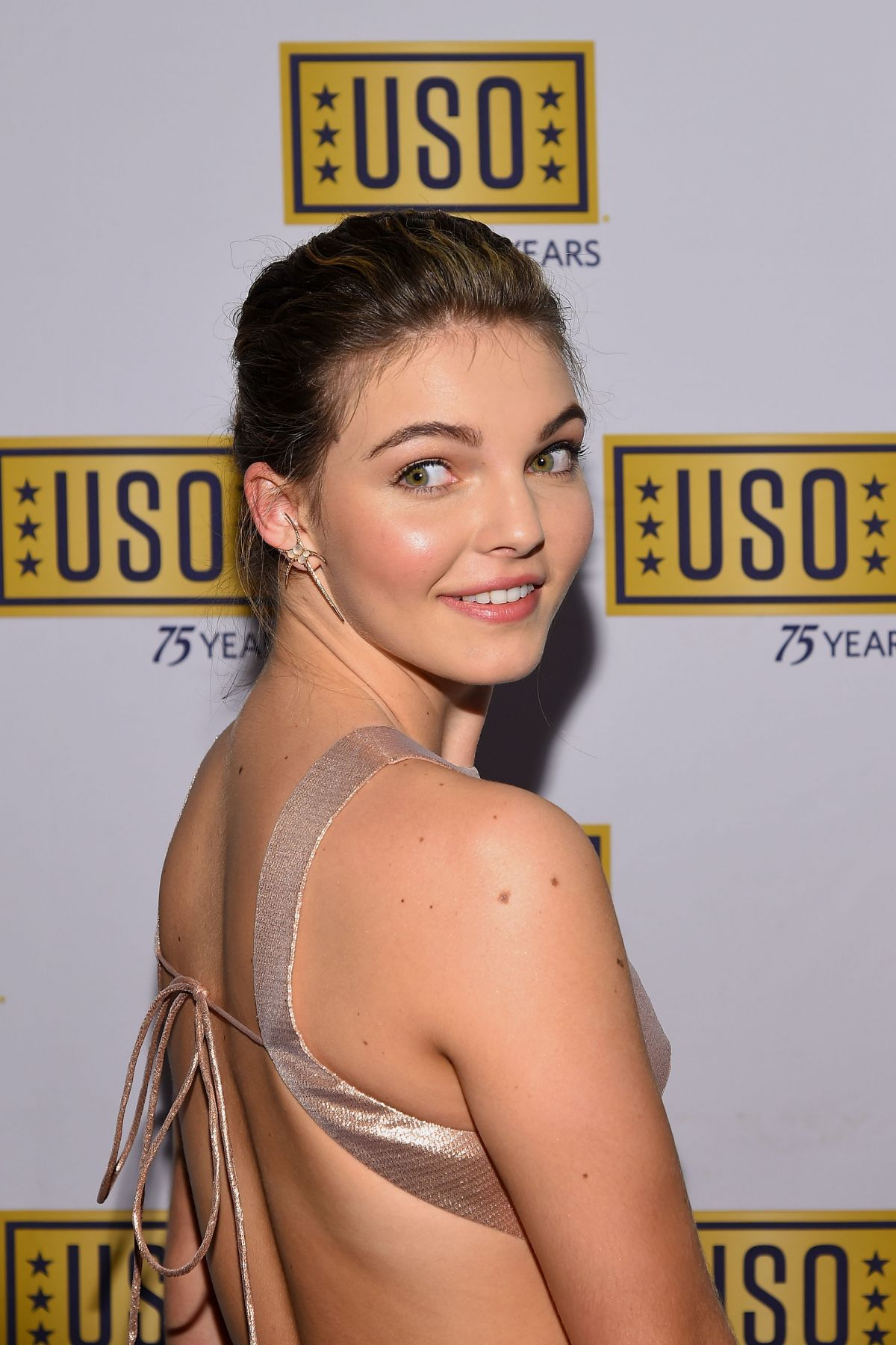 Camren Bicondova Back