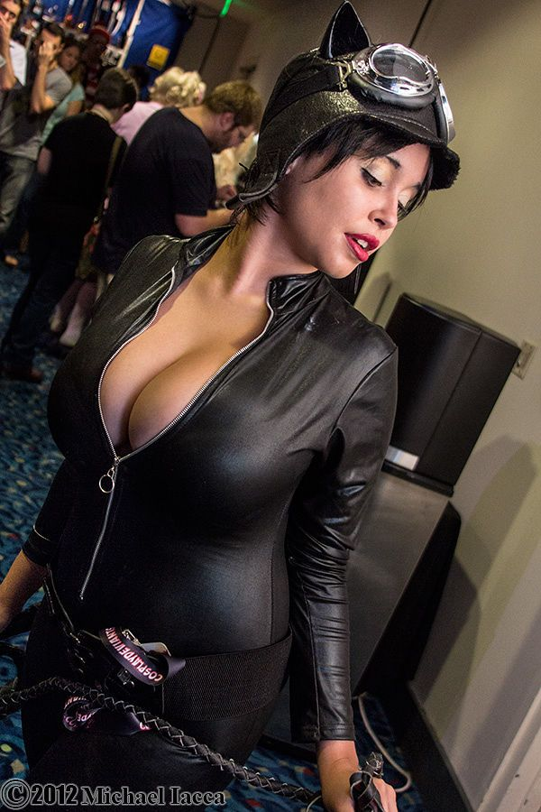 32 Hottest Catwoman Cosplays That Are Way Too Comic Book -9091