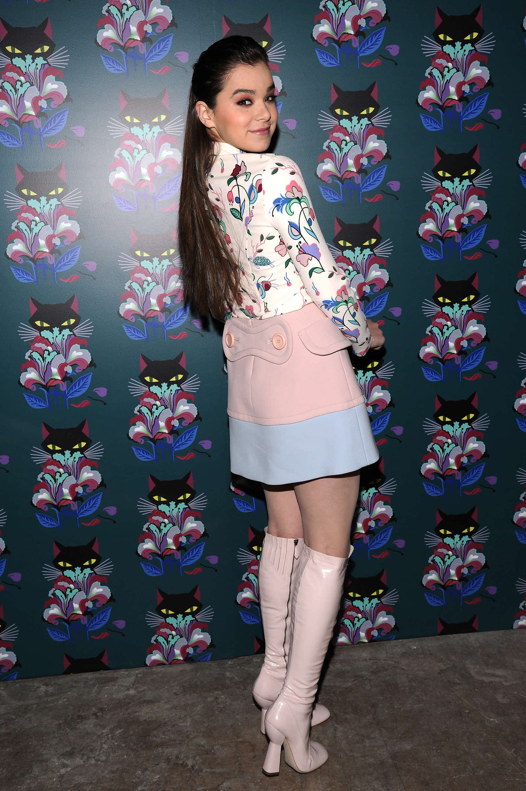 Hailee Steinfeld Hot Pictures