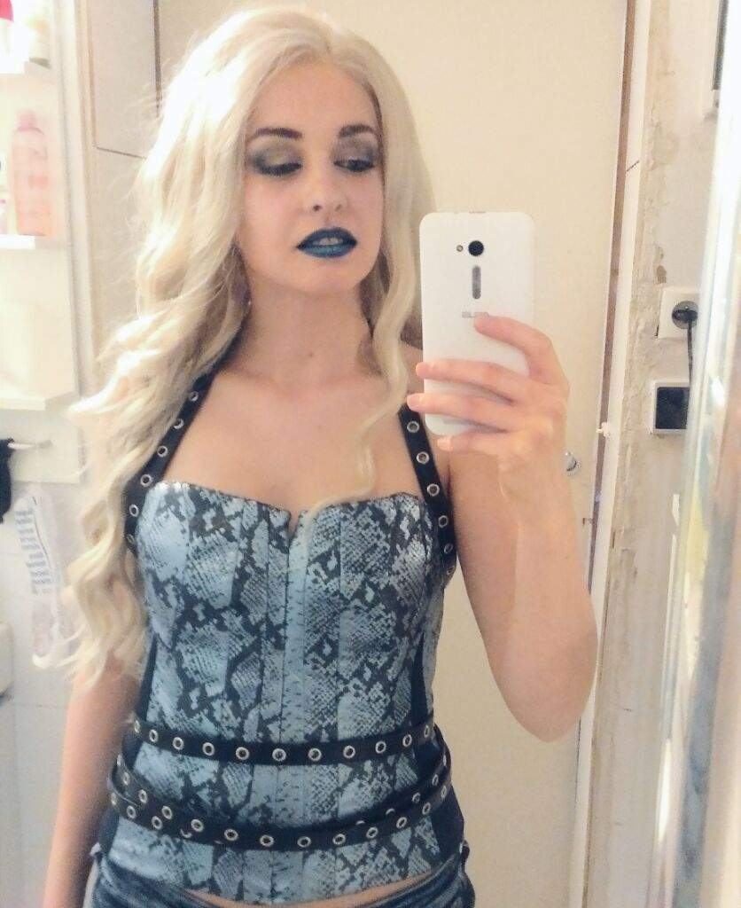 KIller Frost Cosplay Selfie