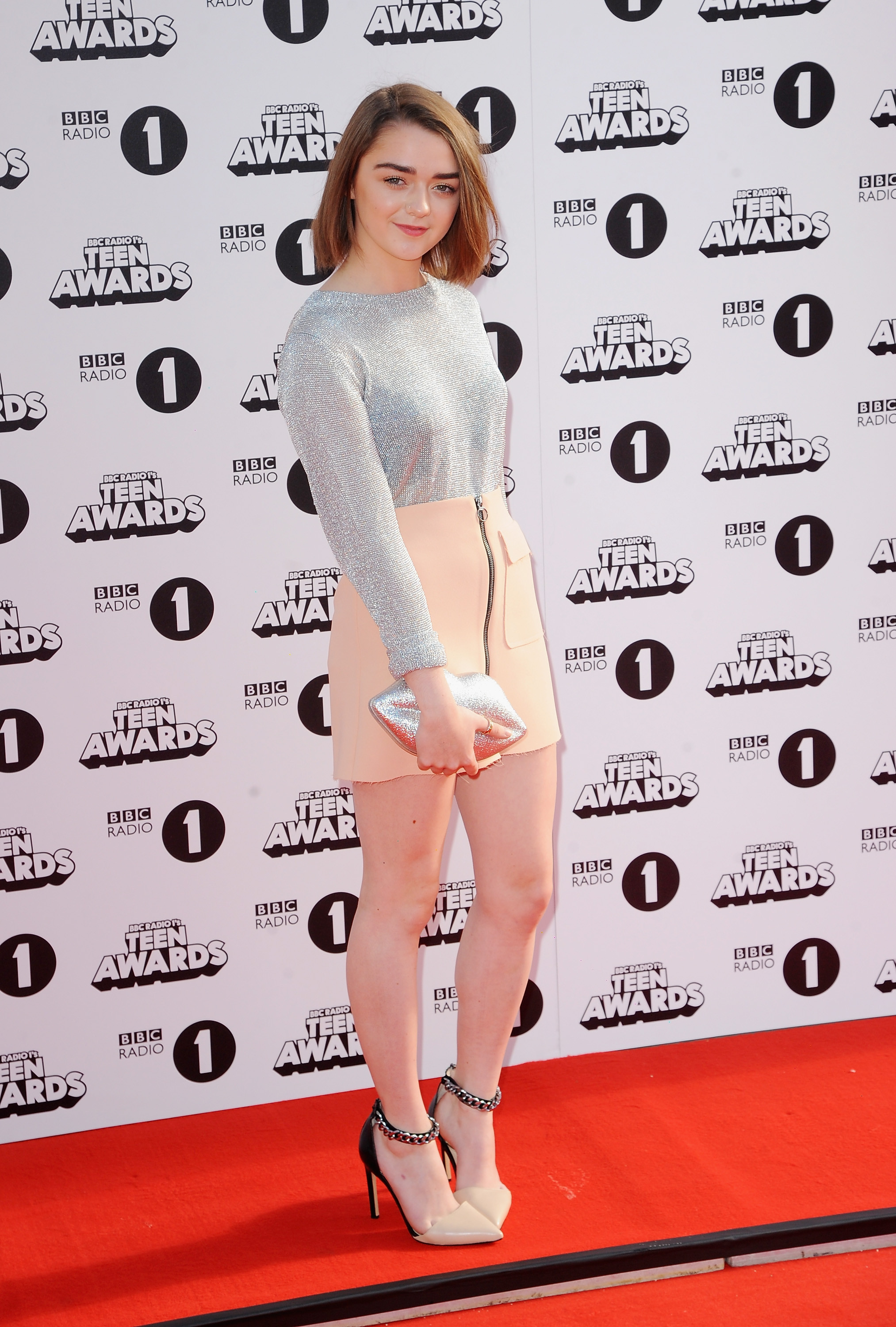 Maisie Williams Hot Photos