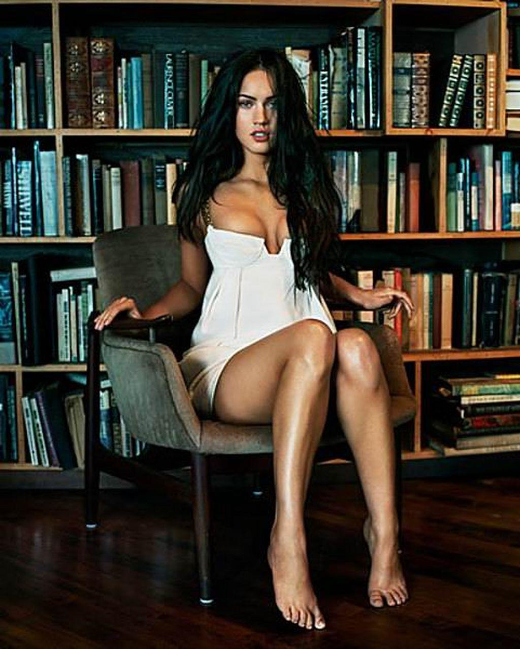 Megan Fox Hot lEGS