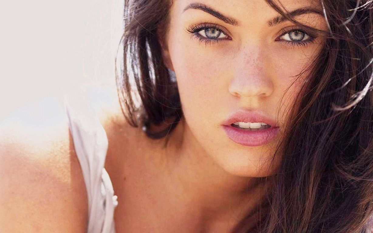 Megan Fox Sexy Eyes