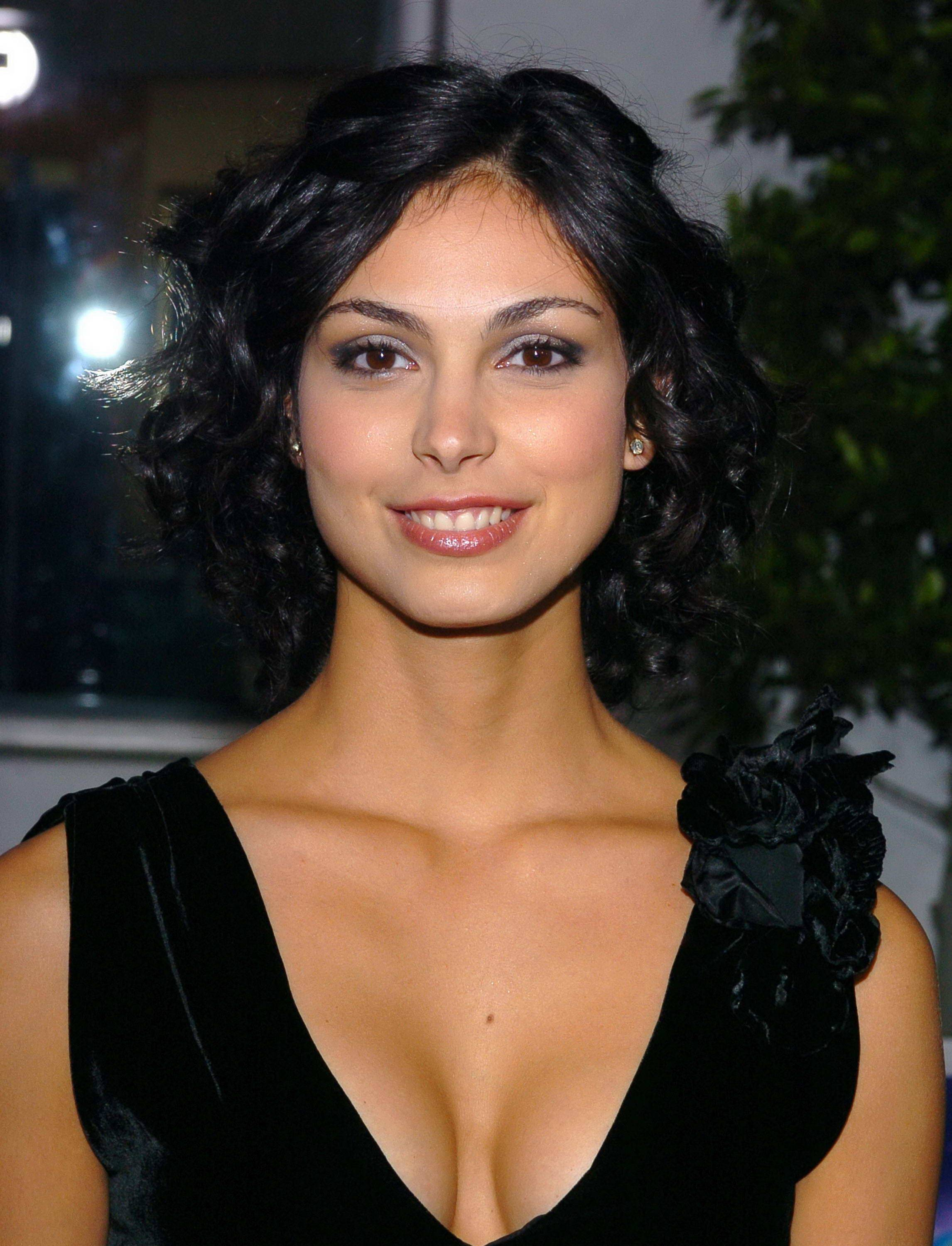 Morena Baccarin Hot Cleavage