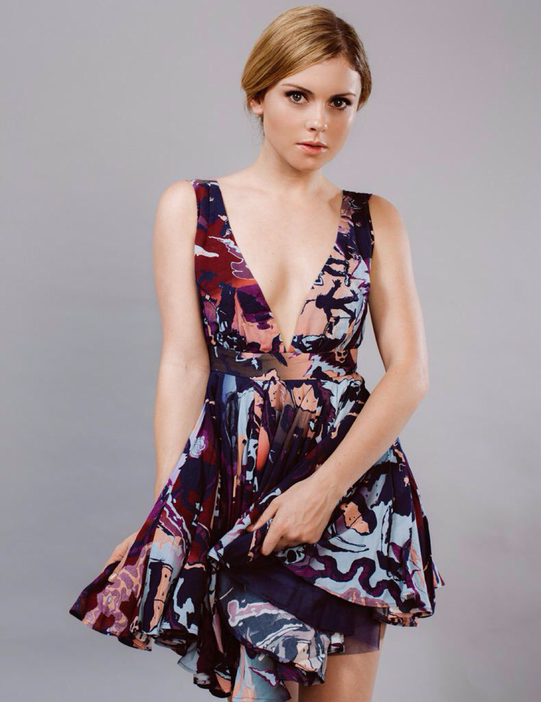 Rose McIver Hot Pictures