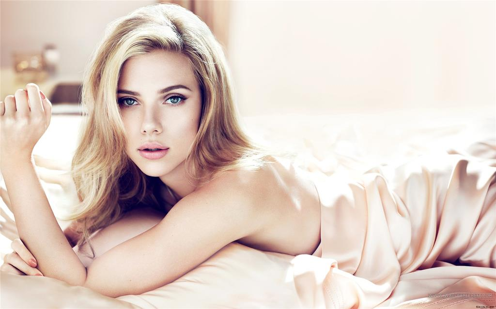 Scarlett Johansson MOrning Bed