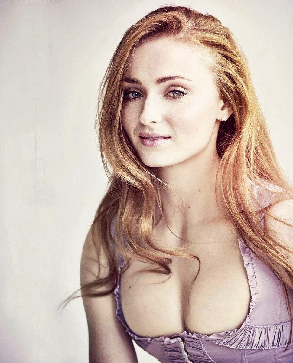 Sophie Turner Hot Cleavage