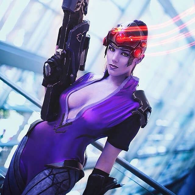 Widowmaker Sexy Cleavage