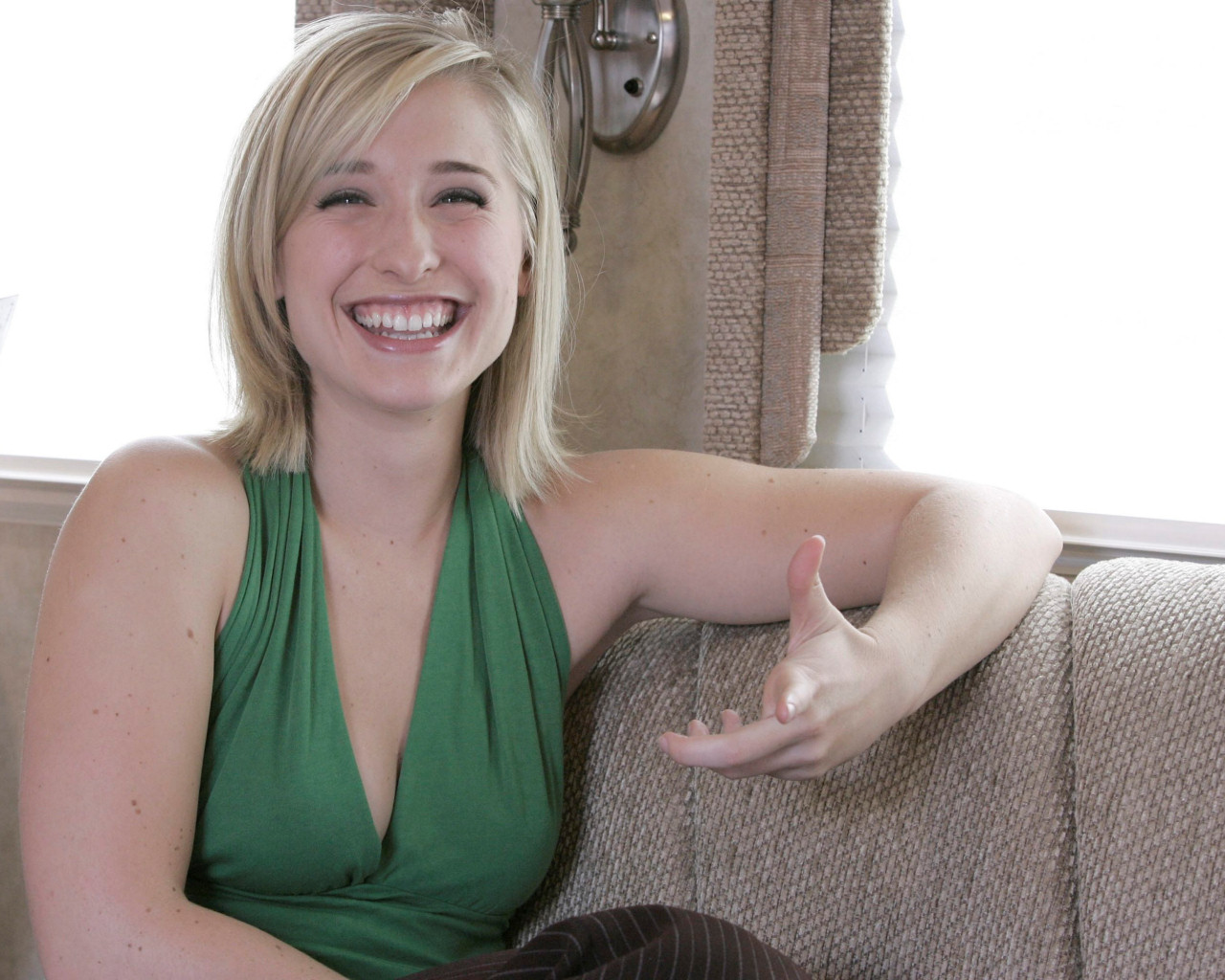 35 Hot Pictures Of Allison Mack - Extremely Cute -7087