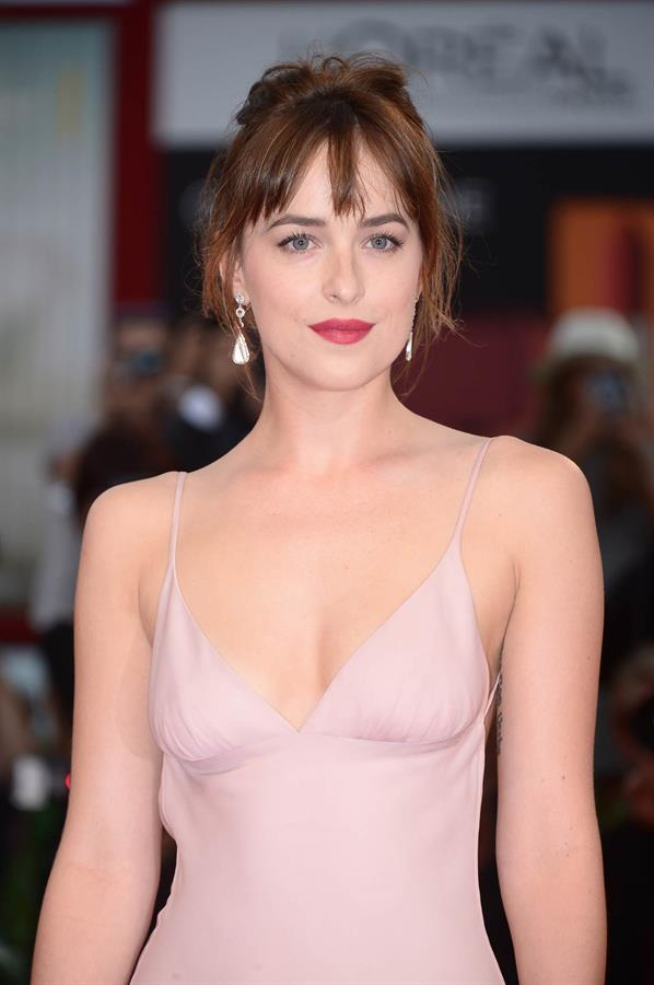 dakota johnson cleavage