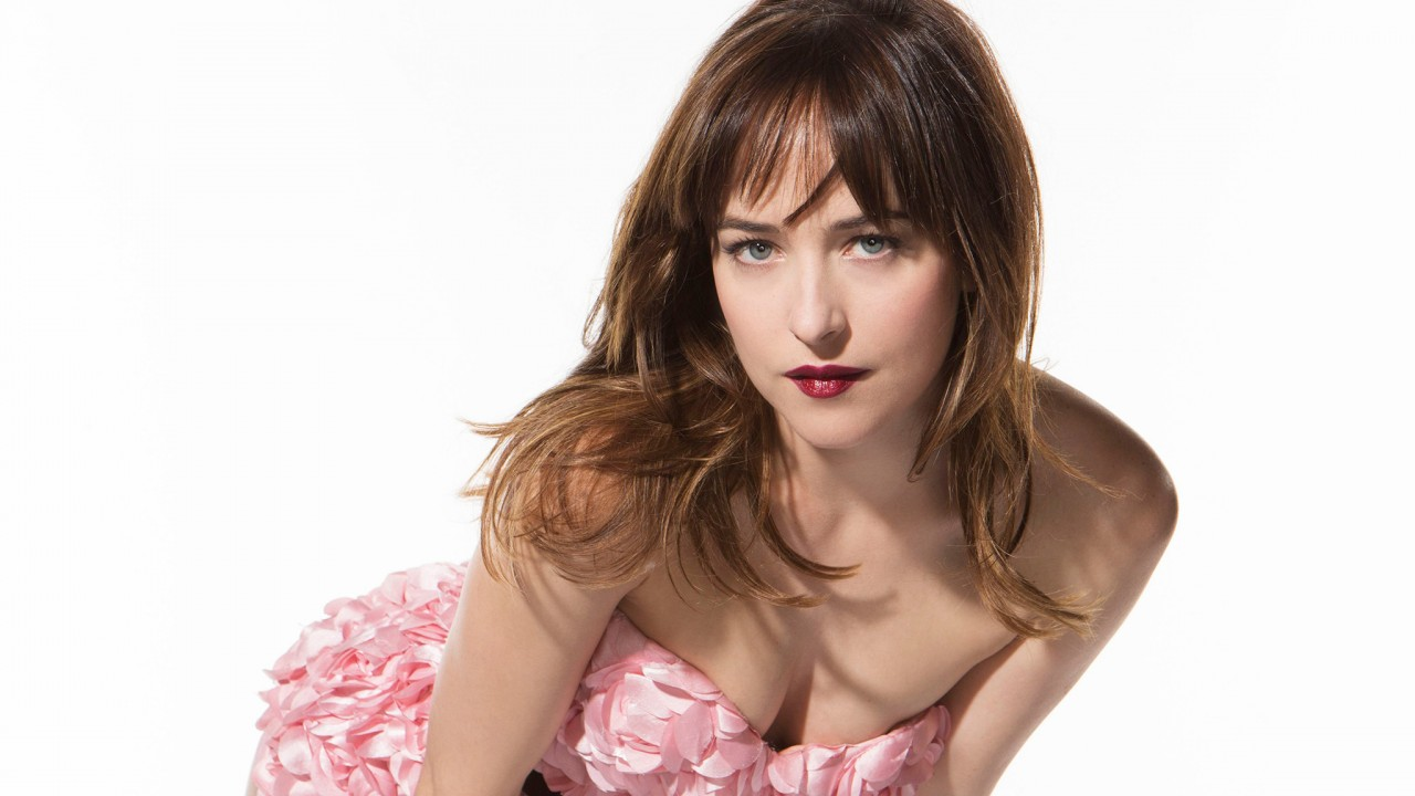 dakota johnson stunning