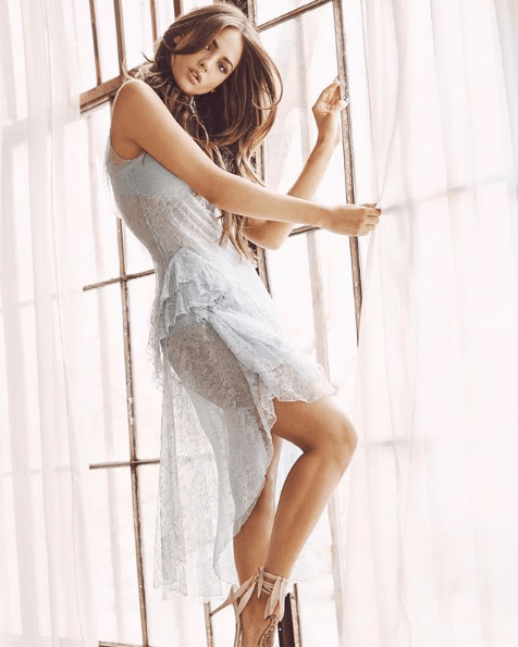 eiza gonzalez hottie feet