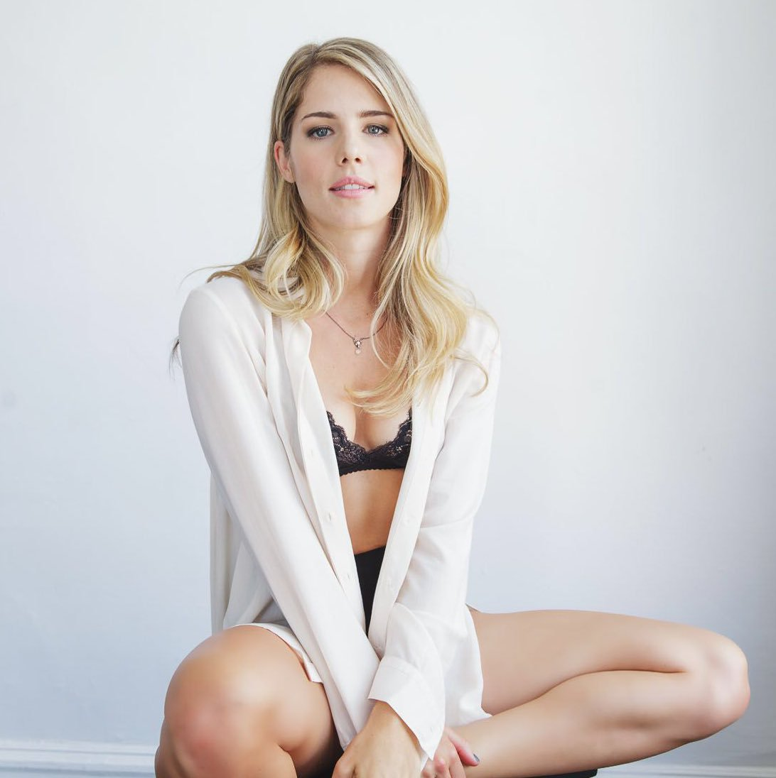 Cleavage Hot Emily Bett Rickards naked photo 2017
