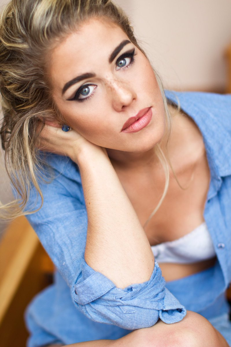 emily bett rickards too hot