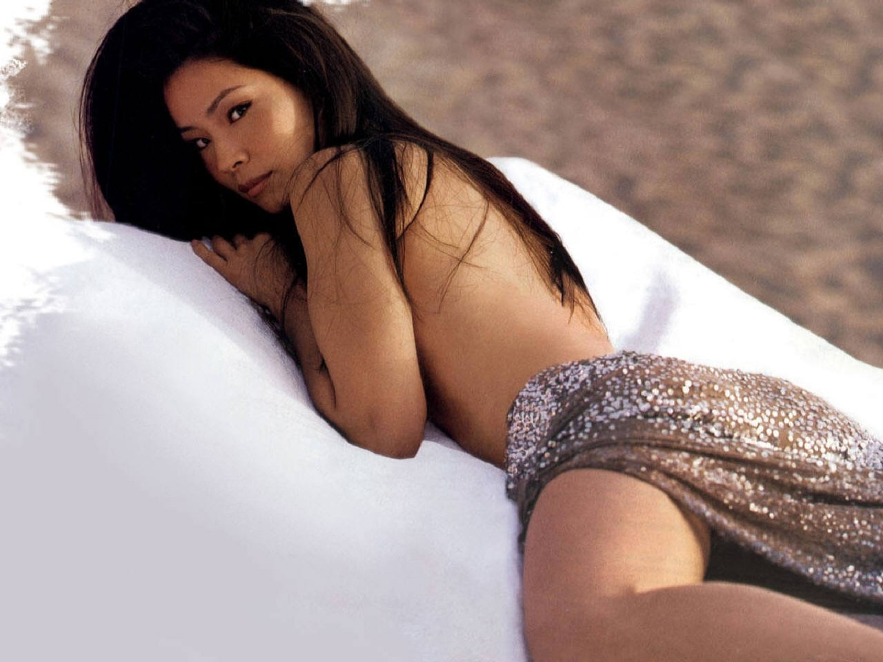 lucy liu on bed