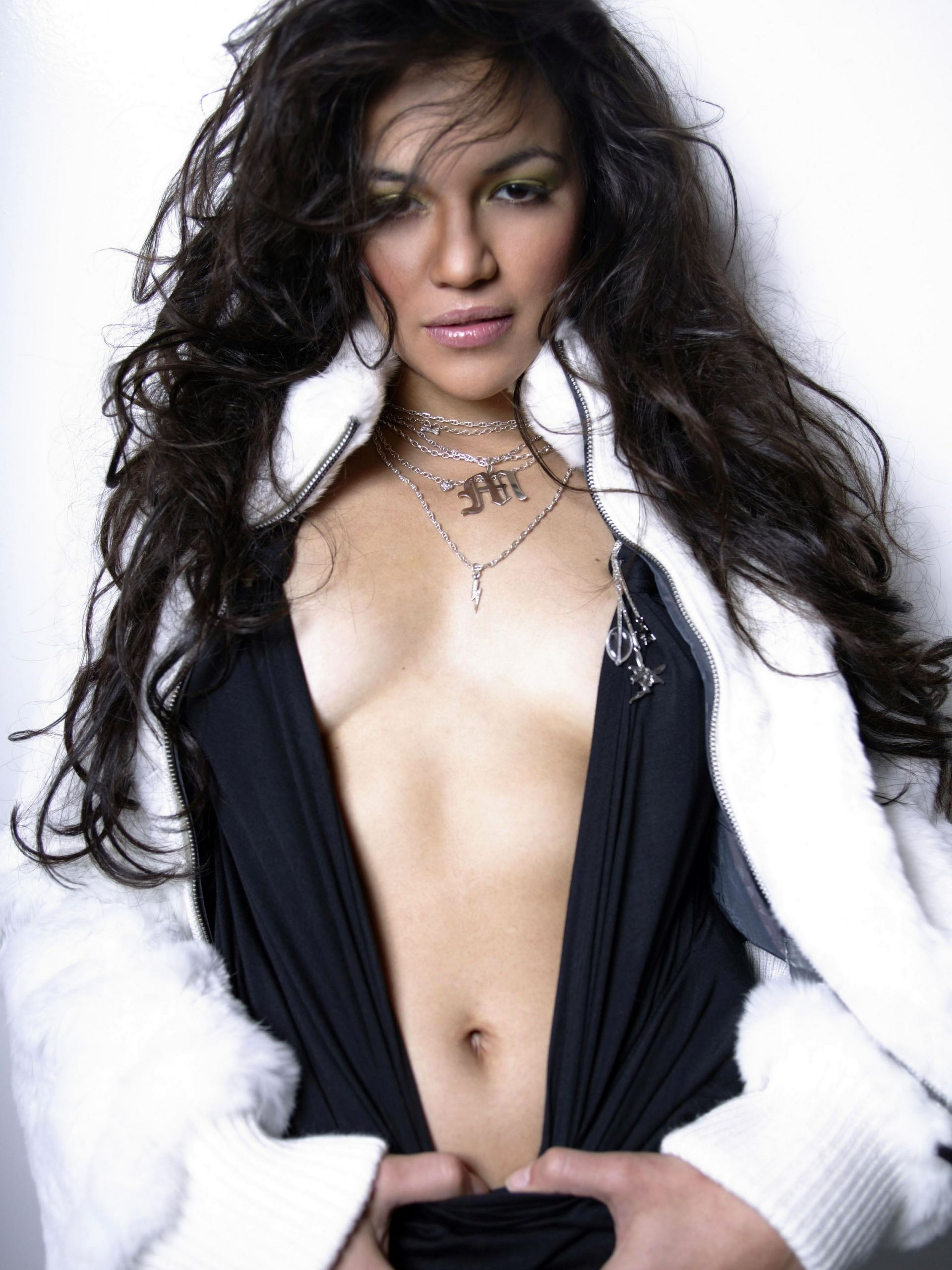 michelle rodriguez hot cleavage