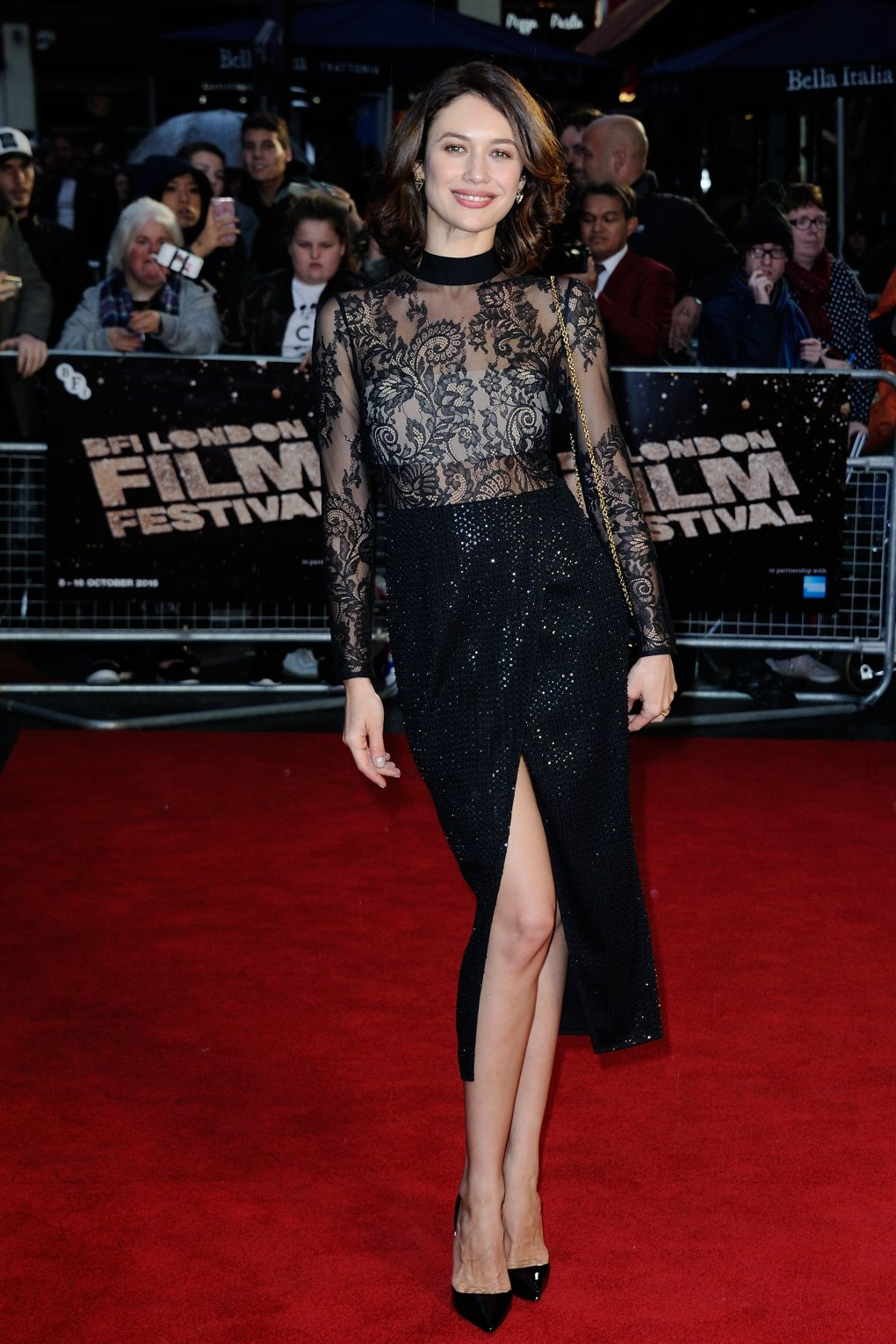 olga kurylenko red carpet