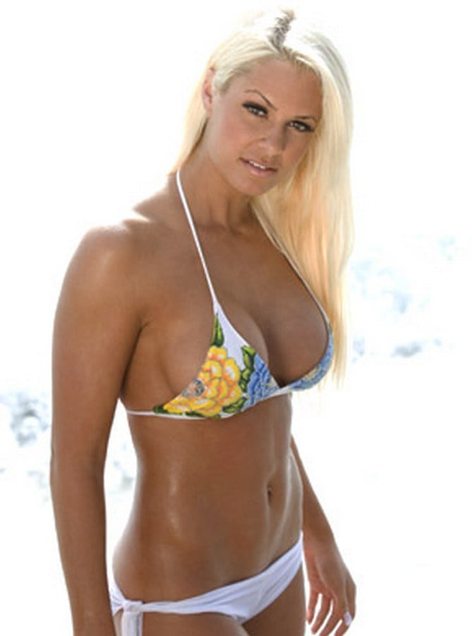 Maryse Ouellet Sexy Pictures