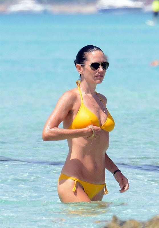 Jennifer Connelly Bikini Pictures