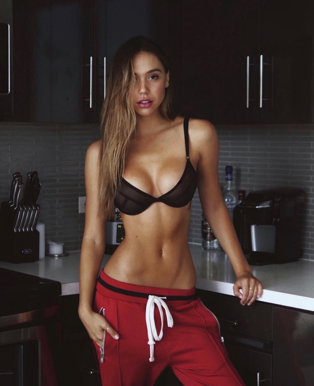 33 Hottest Alexis Ren Pictures Will Make You Hot Under The