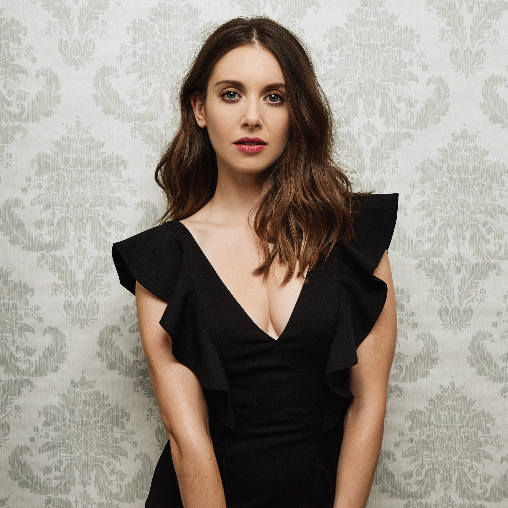 Alison Brie Sexy look