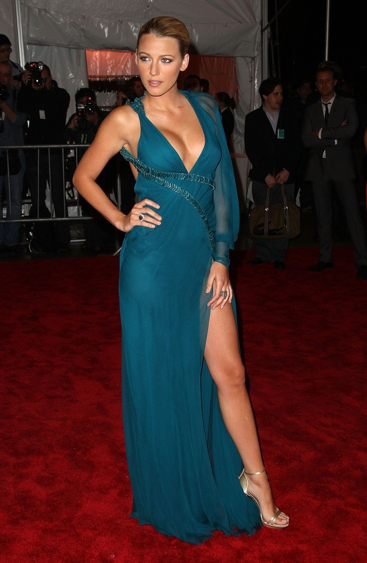 Blake Lively Sexy in Red Carpet