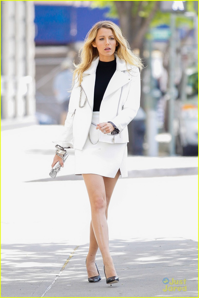 Blake Lively strikes a pose in the Big Apple - Part 2