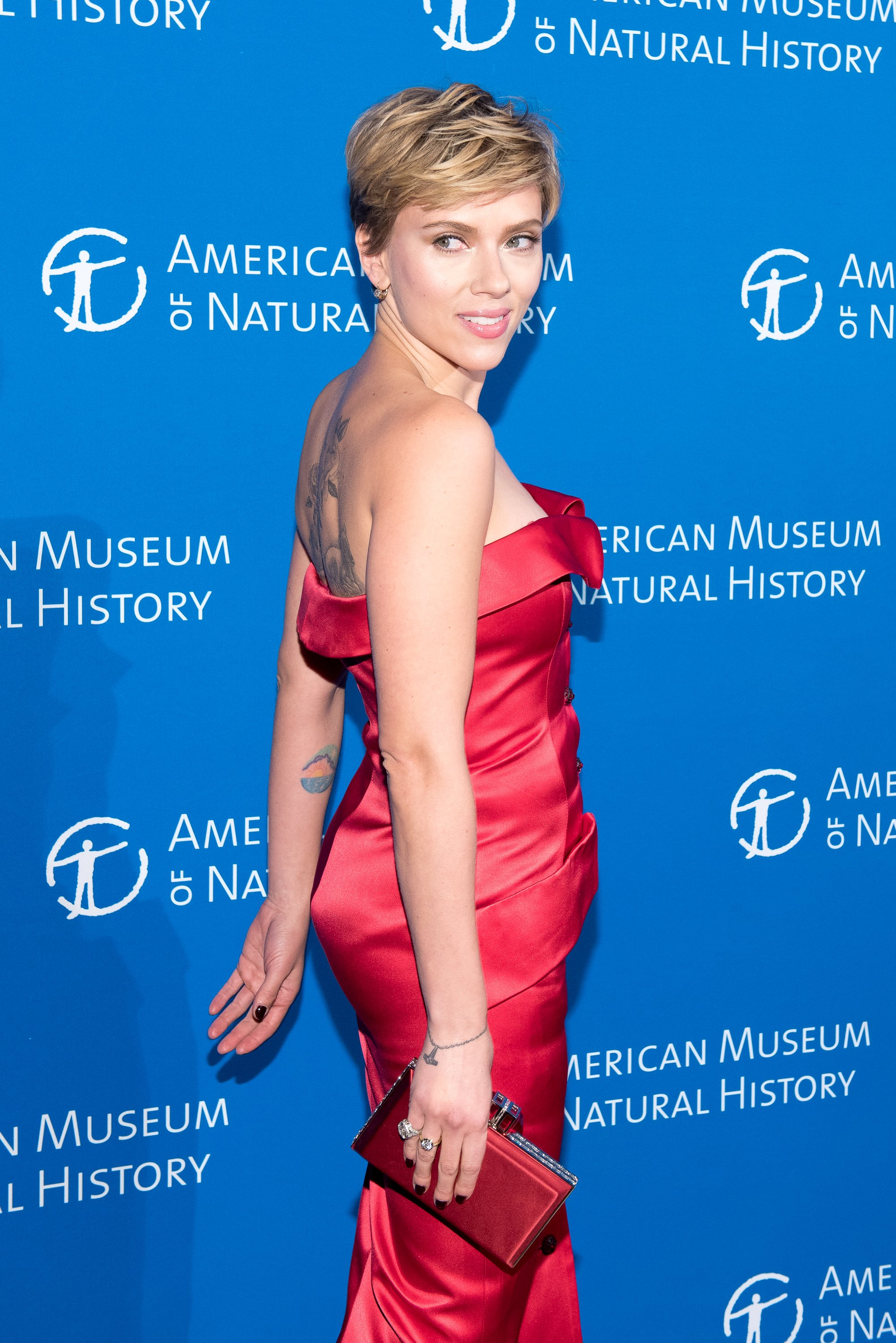 Scarlett Johansson Sexy Red Dress