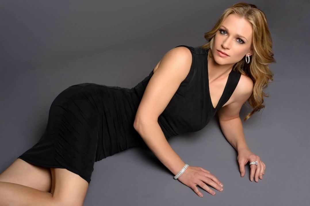 35 Hot Pictures Of A J Cook From Criminal Minds Will Make