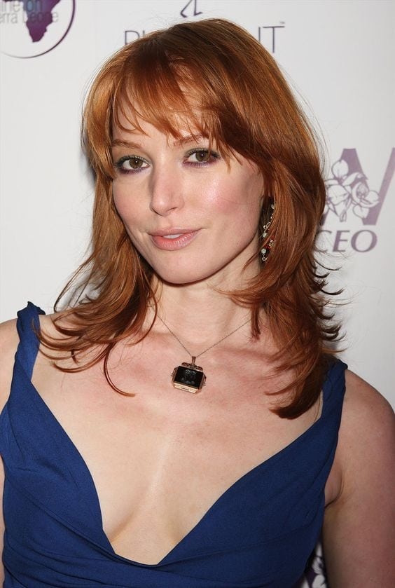 alicia witt hot cleavage