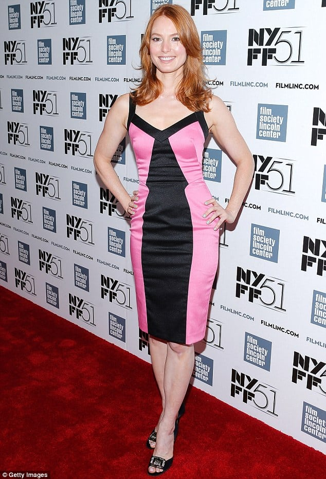 alicia witt red carpet