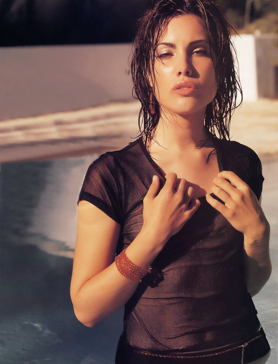 carly pope sexy pictures