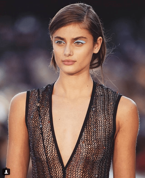 taylor hill cleavage