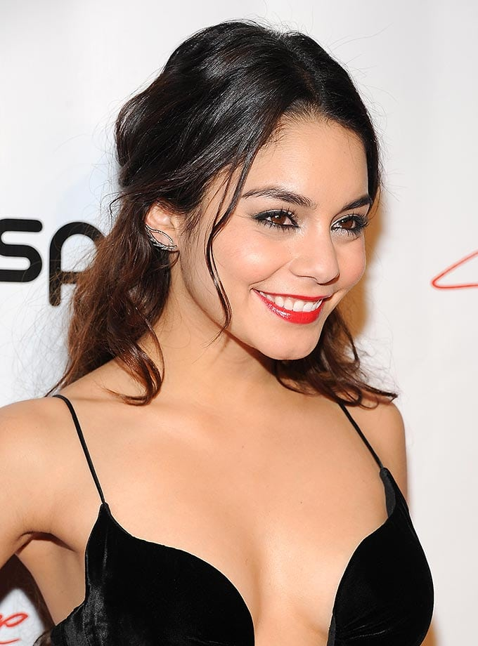 vanessa hudgens hot clevage