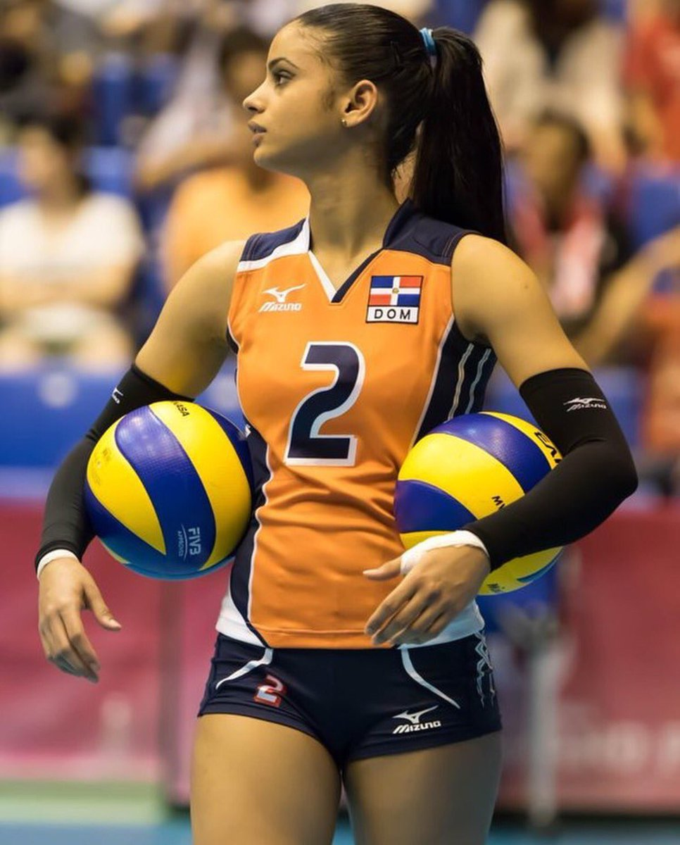 Winifer Fernandez playing volleyball