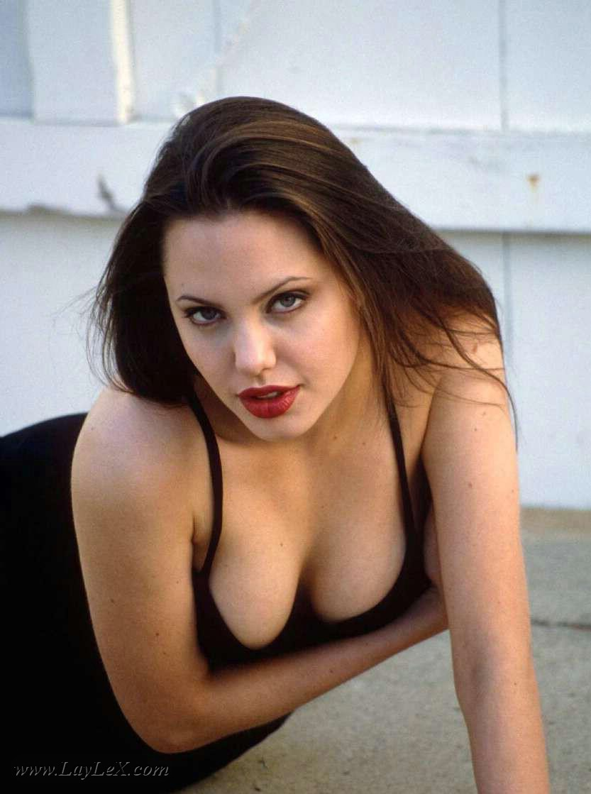 61 Hot Pictures Of Angelina Jolie Will Make You Envy Brad Pitt-9852