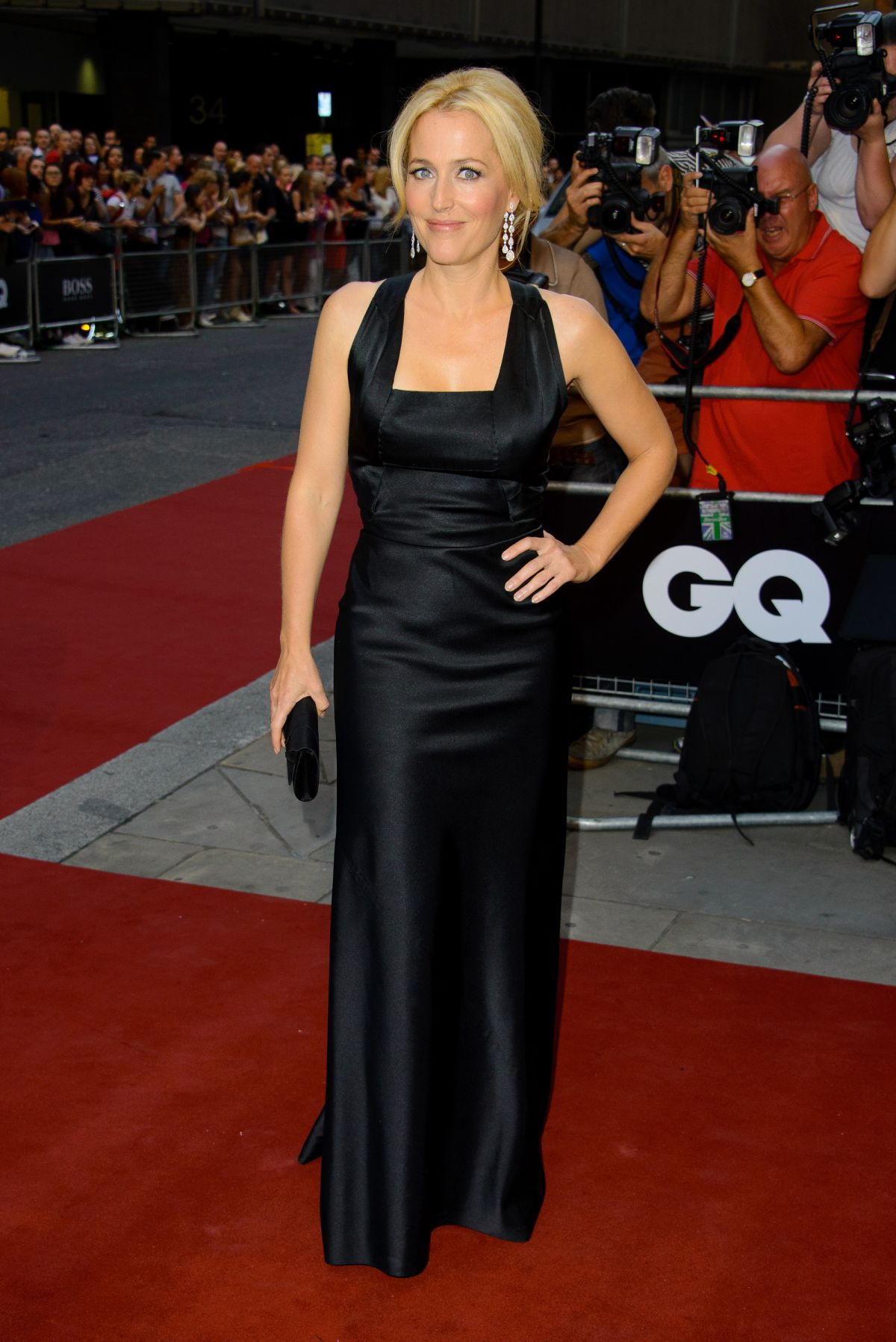 gillian anderson red carpet