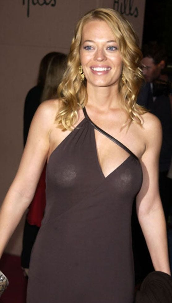 jeri ryan cleavage
