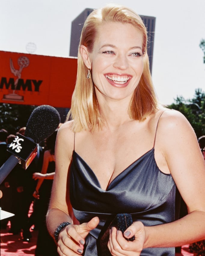 jeri ryan hot cleavage