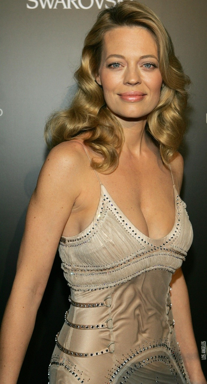 jeri ryan sexy cleavage