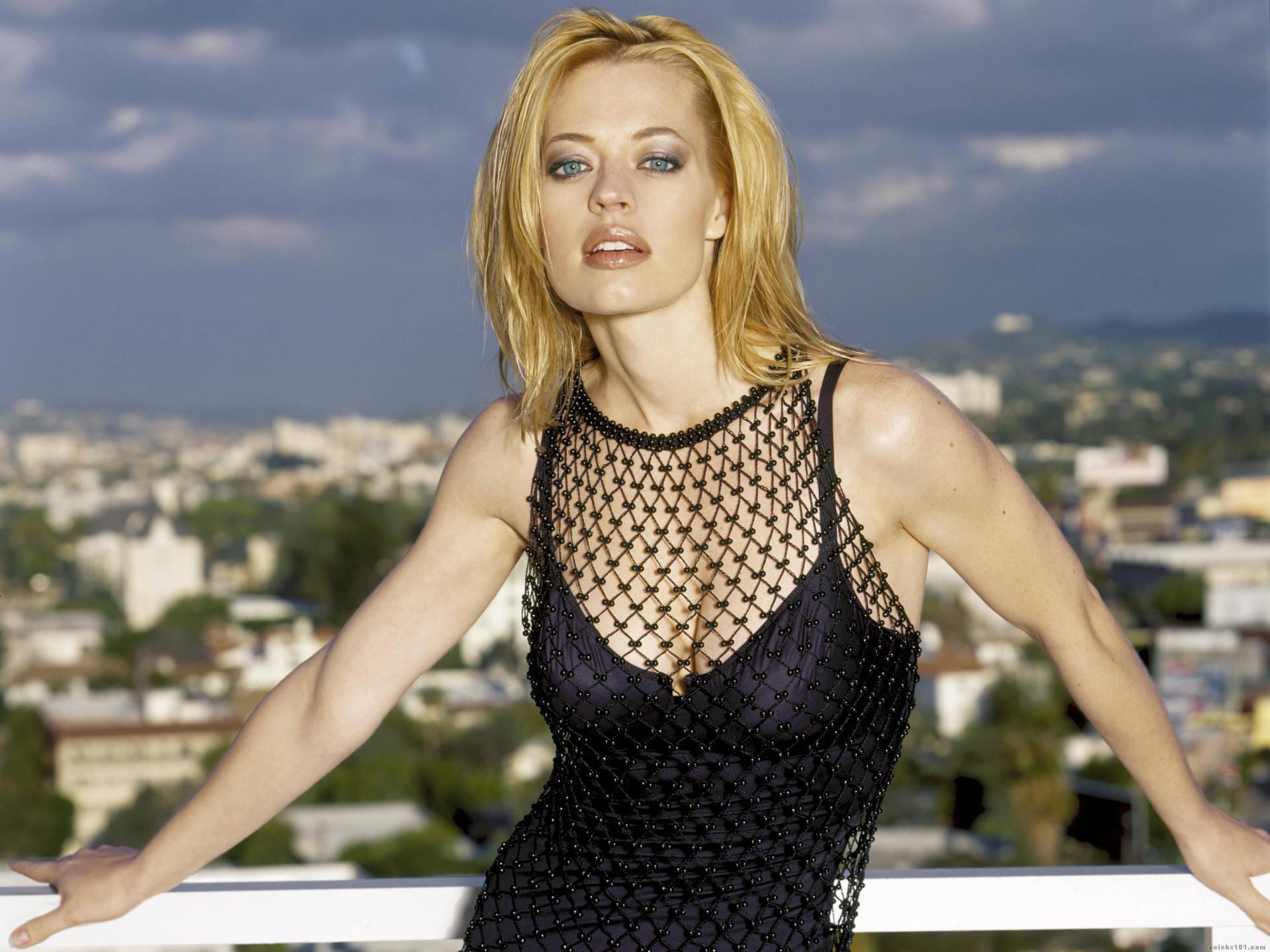 jeri ryan too hot